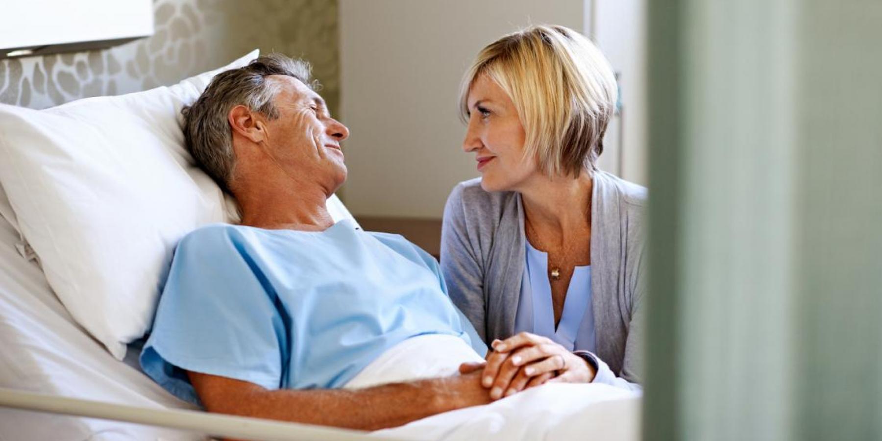World Stroke Day, 29 October | Couple in hospital © World Stroke Organization