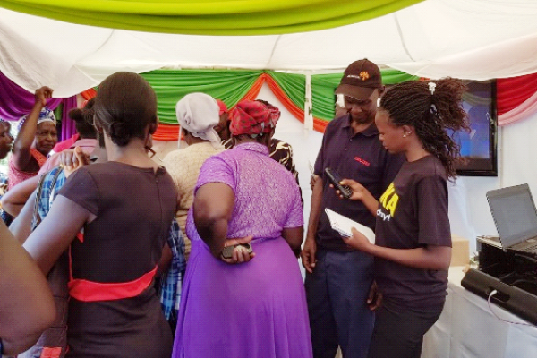 Community members sign up for Fafanuka © Kenya NCD Alliance
