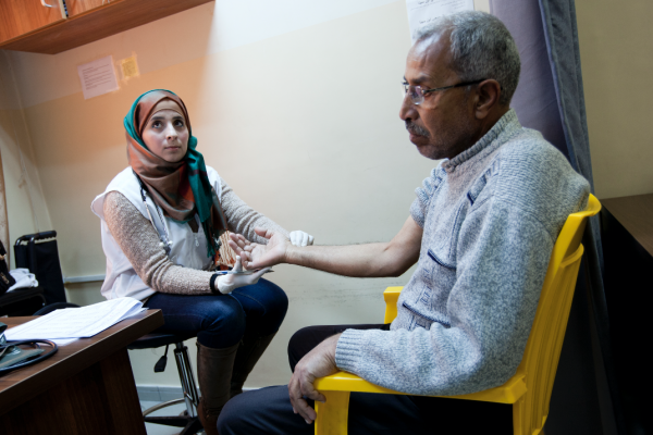 ew registered patient Mohamed 64 years old from Damascus is doing his first check up with MSF nurse Ala'a Al Share. © N'gadi Ikram / Courtesy of MSF